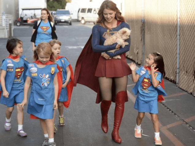 superheroes-supergirl-dc-behind-the-scenes-cute-picture-kids