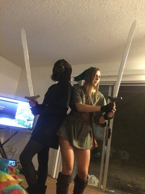 video-games-twin-girls-with-amazing-costumes