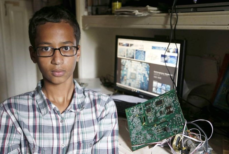 #IStandWithAhmed tops Twitter trending as a Muslim 9th Grader gets arrested for making a clock.