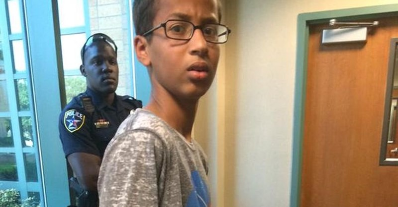 Obama, zuckerberg and more compliment Ahmed and offer support.