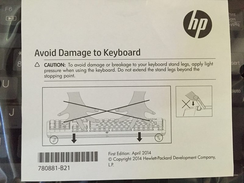 design fail of an instruction manual with illustration of unnaturally bent fingers