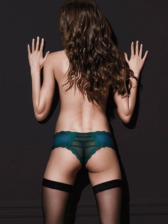 There's something really wrong with this Victoria Secret photoshop.