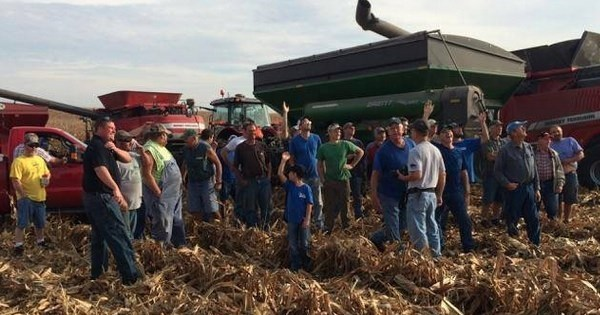 Restoring Faith of the Day: Farmers Band Together to Harvest Field of Man With Terminal Cancer