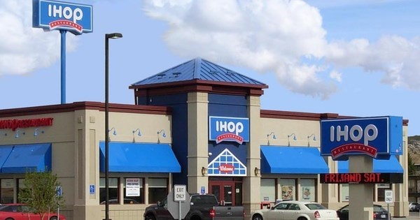 Fail of The Day: Giant Sinkhole at IHOP in Mississippi Swallows 12 Cars