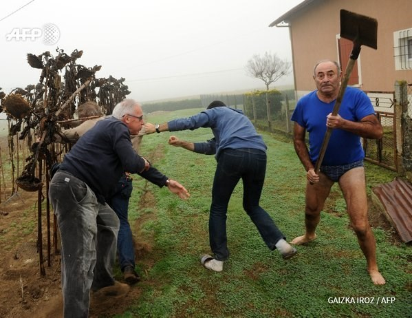 Photoshop Battle of The Day: A French Guy in His Underwear Attacked Journalists With a Shovel