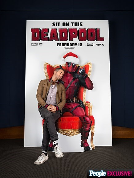 christmas deadpool Ryan Reynolds Poses as With His Poster for the Second Day of Deadpool