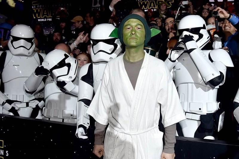 yoda star wars Joseph Gordon-Levitt Wore an Amazing Yoda Costume to the Star Wars Premiere