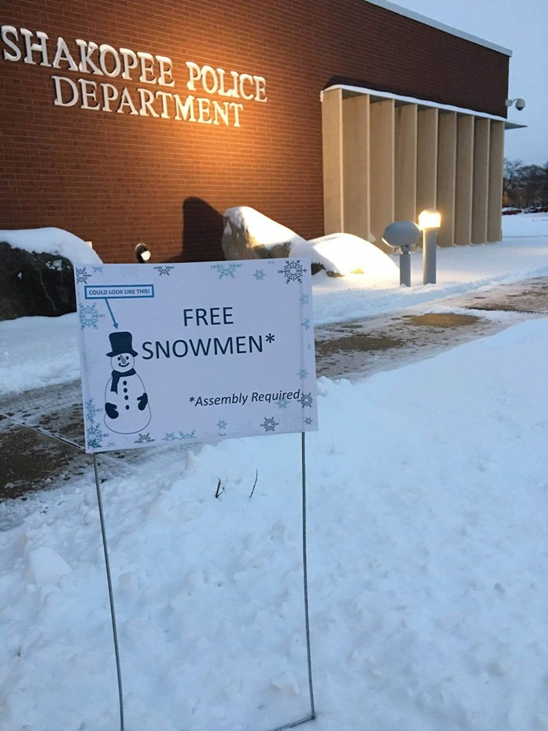free snowmen assembly required sign