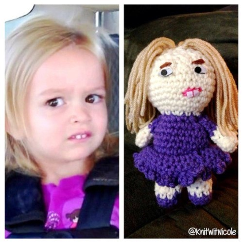 knitting,side eyeing chloe