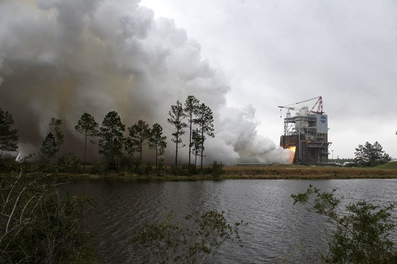 space science mars NASA Successfully Tested the Rocket Engine That Might Take Humans to Mars