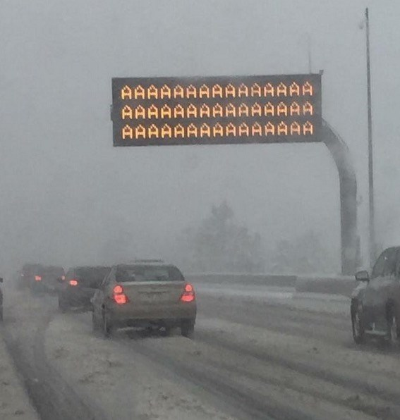 traffic-sign-shows-real-scary-weather-feelings