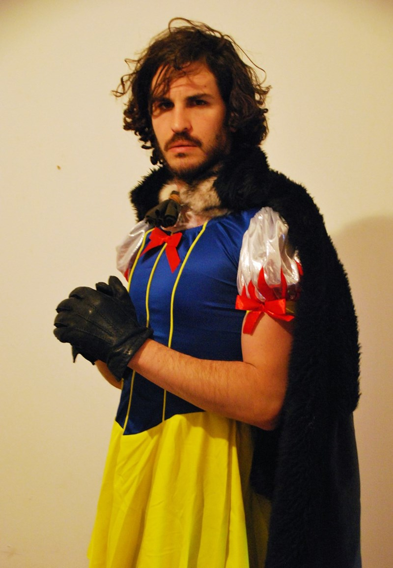 jon snow white best halloween costume  sc 1 st  Cheezburger & Jon Snow-White Might Be the Most Clever Halloween Costume Ever ...