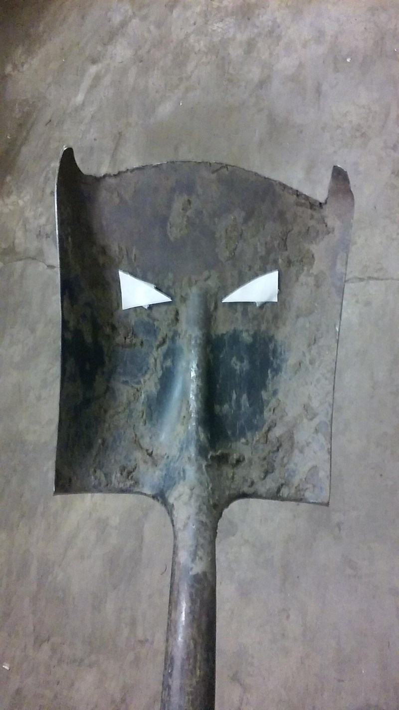batman-spade-superheroes-dc-comics-gardening-win