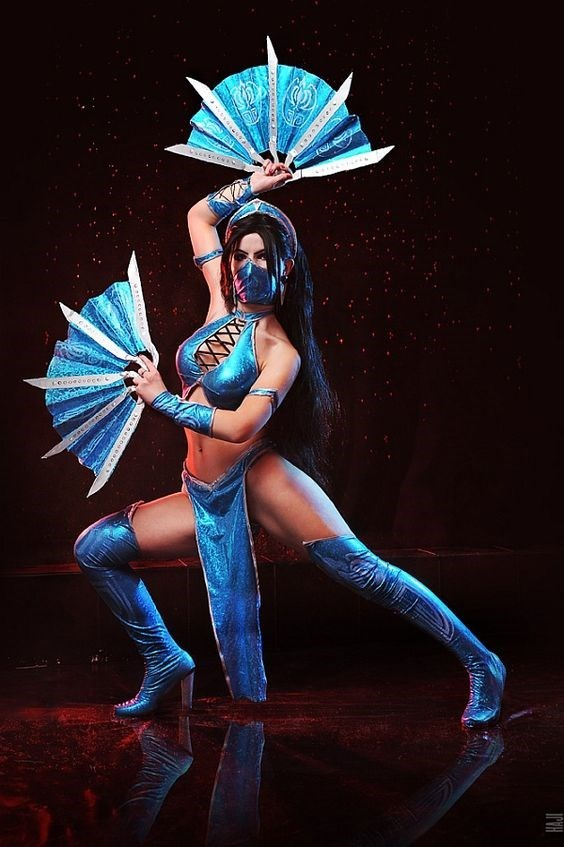 Frost Mortal Kombat Cosplay Is on Point Here!