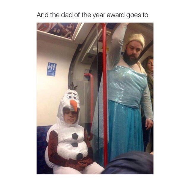 dad dresses up like elsa from frozen son is Olaf