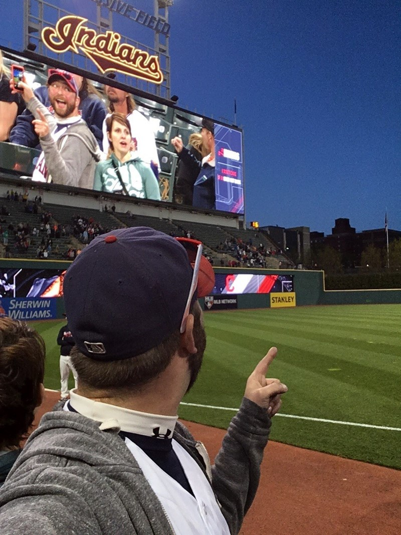 funny sports image MLB cleveland baseball fan takes scoreboard selfie