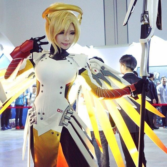 winning-cosplay-overwatch-video-games-tasha-mercy