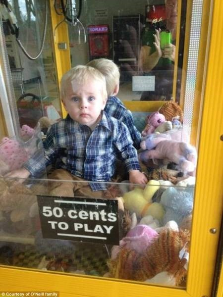 claw machine,kids,stuck,parenting