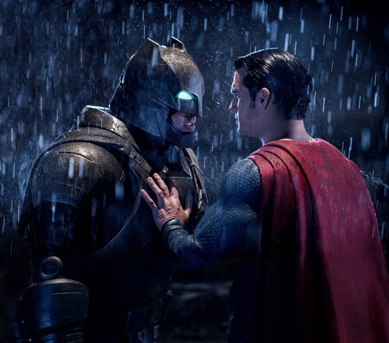 batman-v-superman-dc-comics-couple-caught-having-sex-in-movie