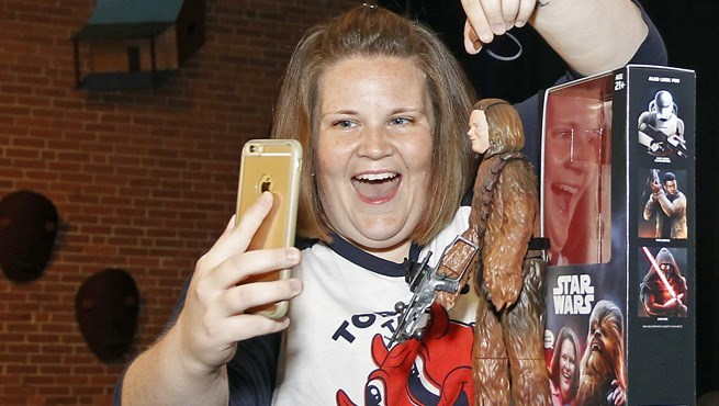 star-wars-chewbacca-mom-gets-her-own-action-figure