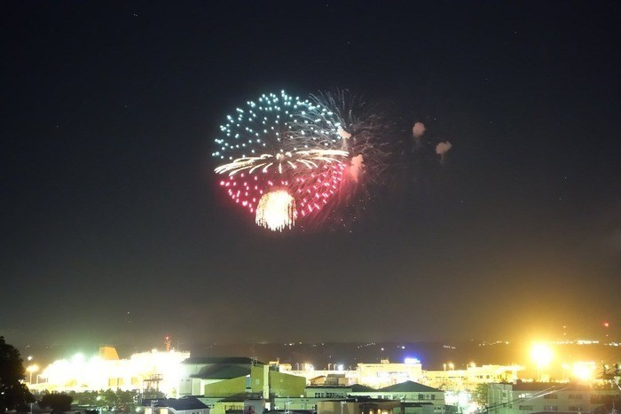 Each year, Japan welcomes summer spectacular fireworks. This year, even a Poke Ball showed up to the delight of spectators.