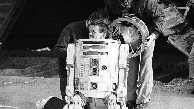 star-wars-r2-d2-actor-kenny-baker-rest-in-peace