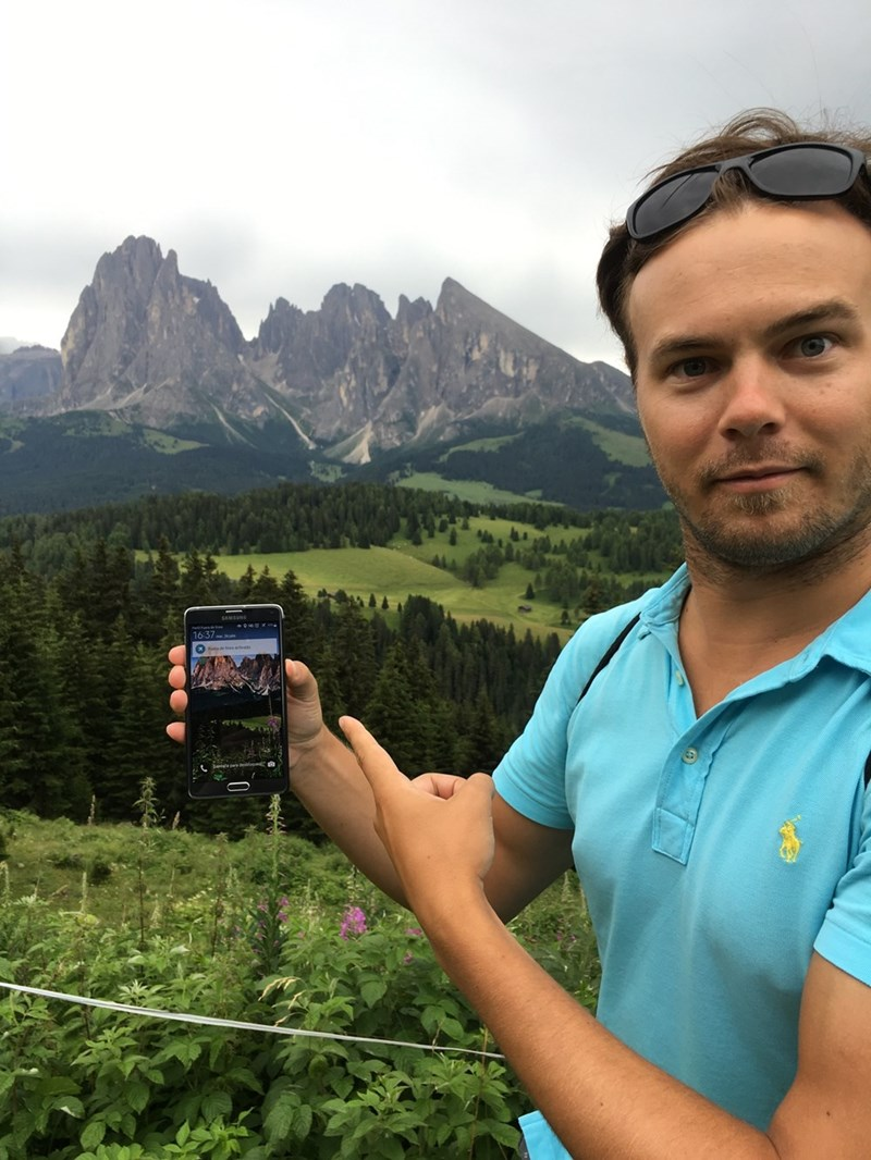 win Guy accidentally plans trip to same mountains as his phone background