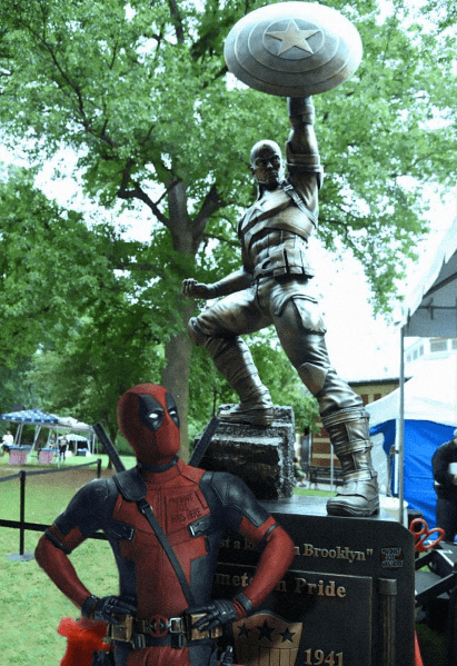deadpool-poses-in-front-of-giant-captain-america-statue