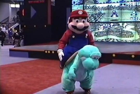 mario-and-yoshi-cosplay-dedication