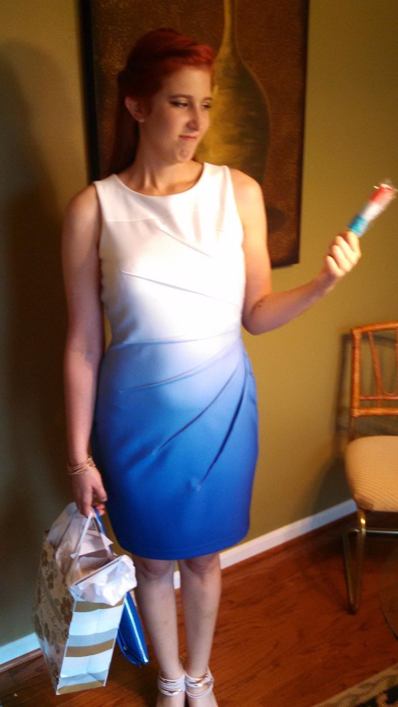 funny fail image woman accidentally dresses exactly like popsicle