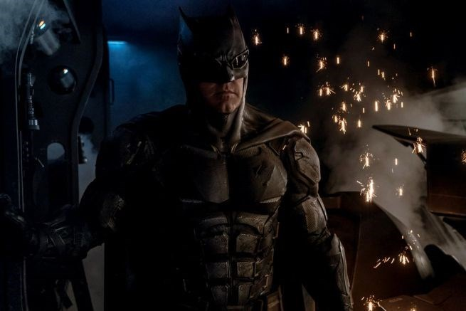 zack-snyder-gives-us-first-look-at-batman-tactical-suit-in-justice-league