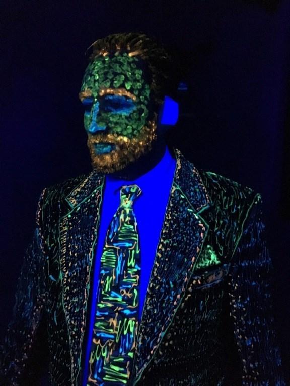 halloween win image Vincent van Glow costume
