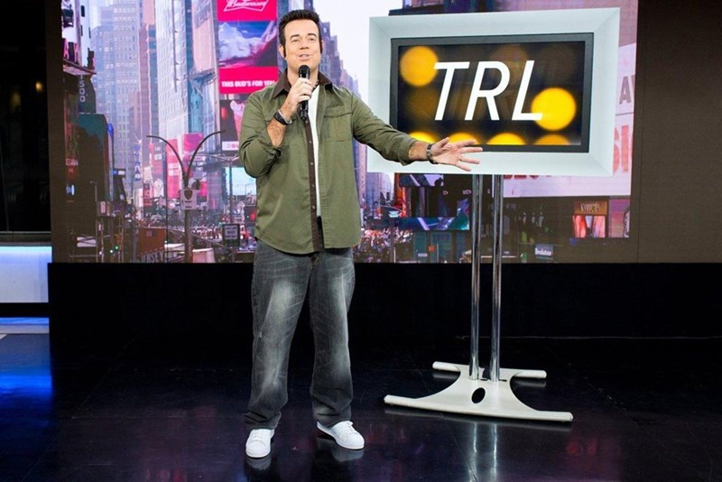 carson daly dresses as TRL carson daly for halloween