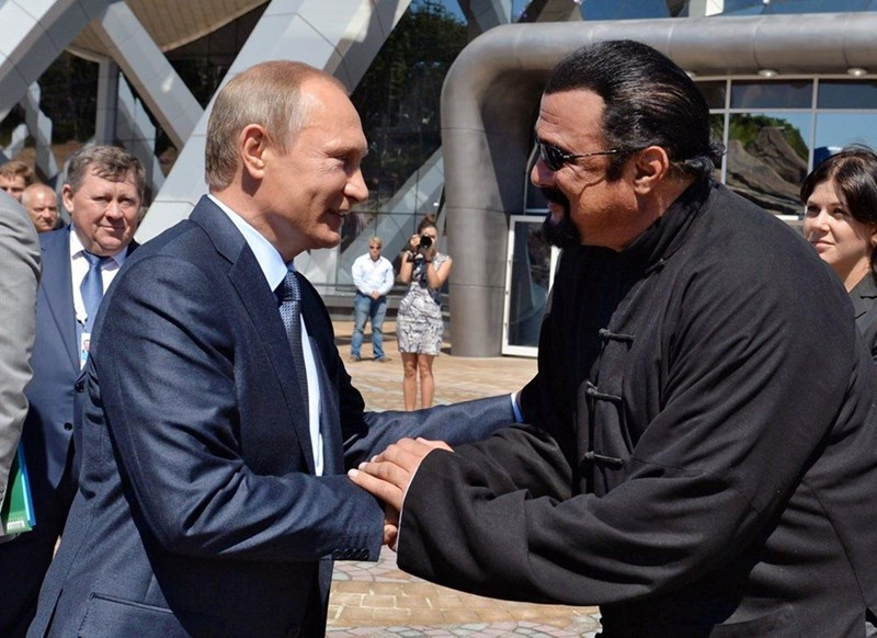 putin makes steven seagal a russian citizen