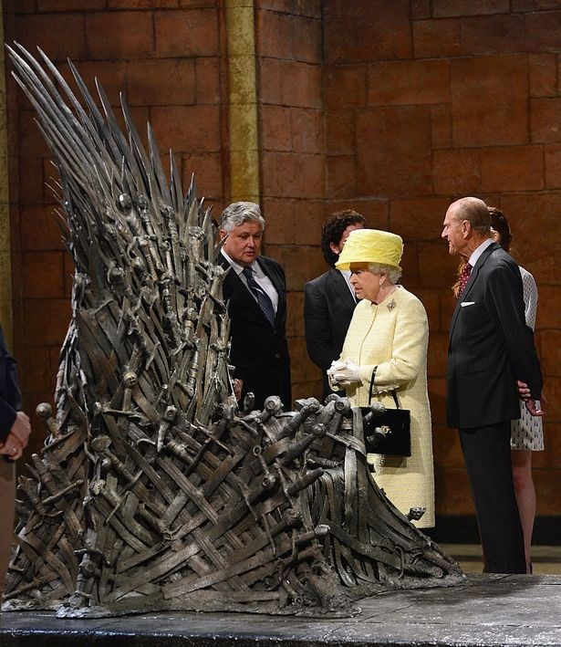 the-queen-desires-to-take-the-throne