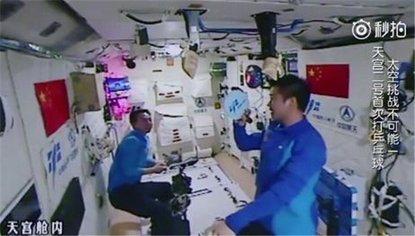 video chinese astronaut plays table tennis in zero gravity