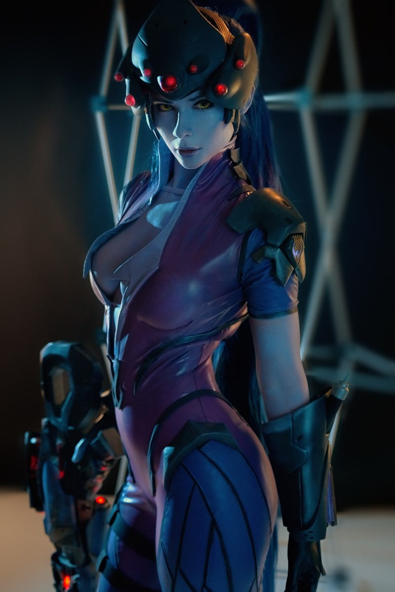phenomenal-widowmaker-cosplay
