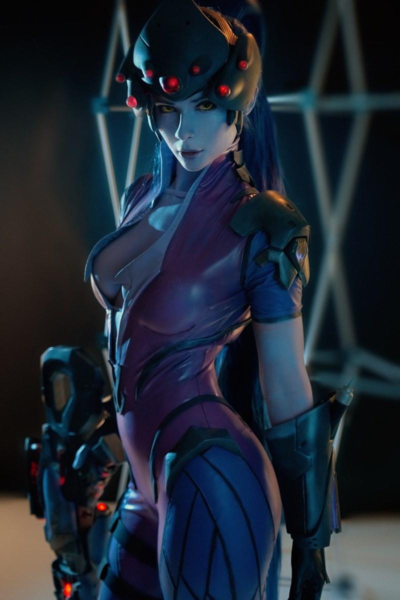 phenomenal-widowmaker-cosplay