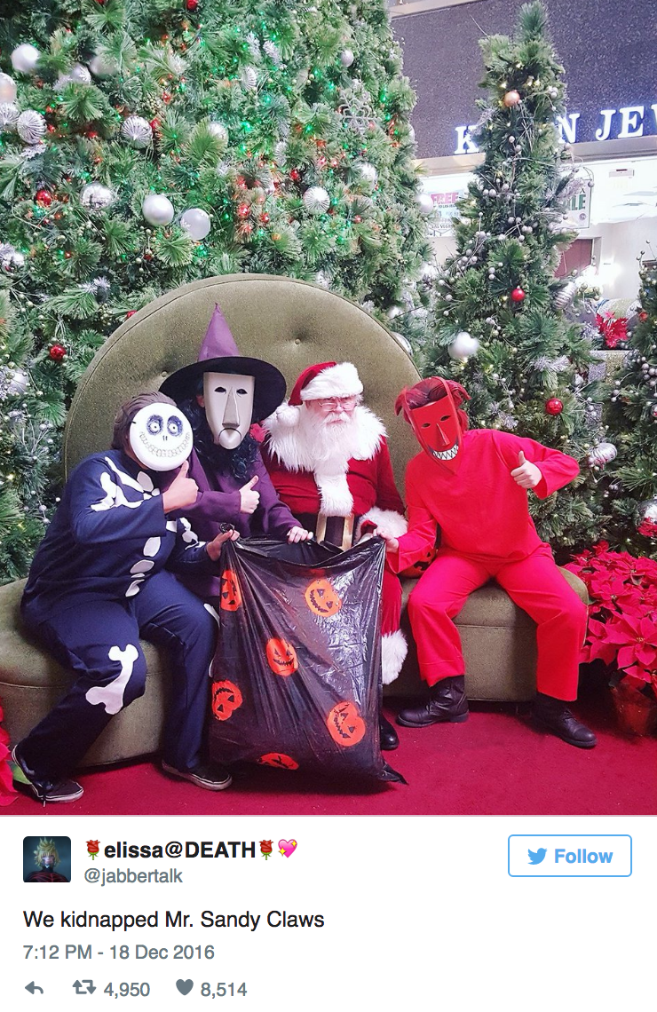 cosplayers-scare-mall-santa-and-its-amazing