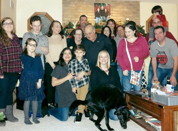 ruthless-dog-takes-crap-all-over-family-holiday-picture-attempt