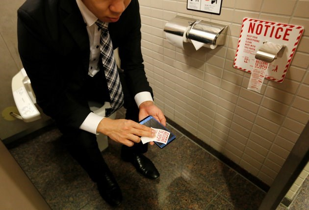 japanese bathrooms adding smartphone wipes