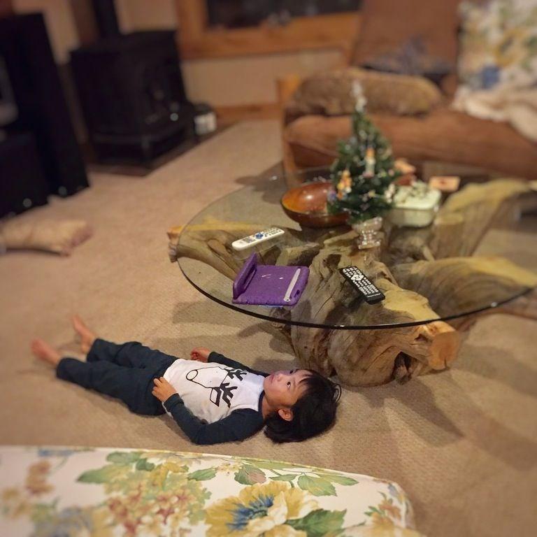 kids puts ipad on table to watch