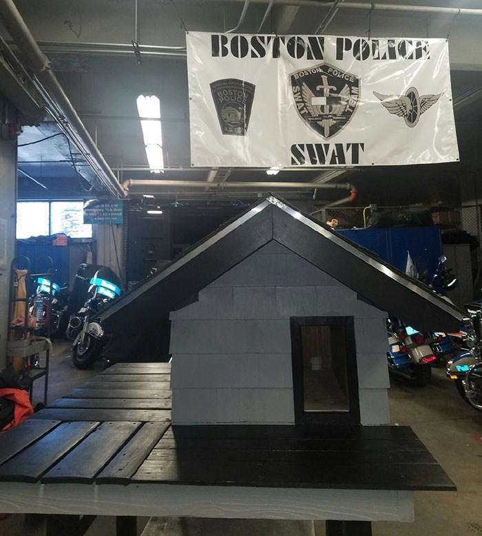Architecture - BOSTON POICE POLICE BOSTON AL OPEN OLICE AD181 SWAT
