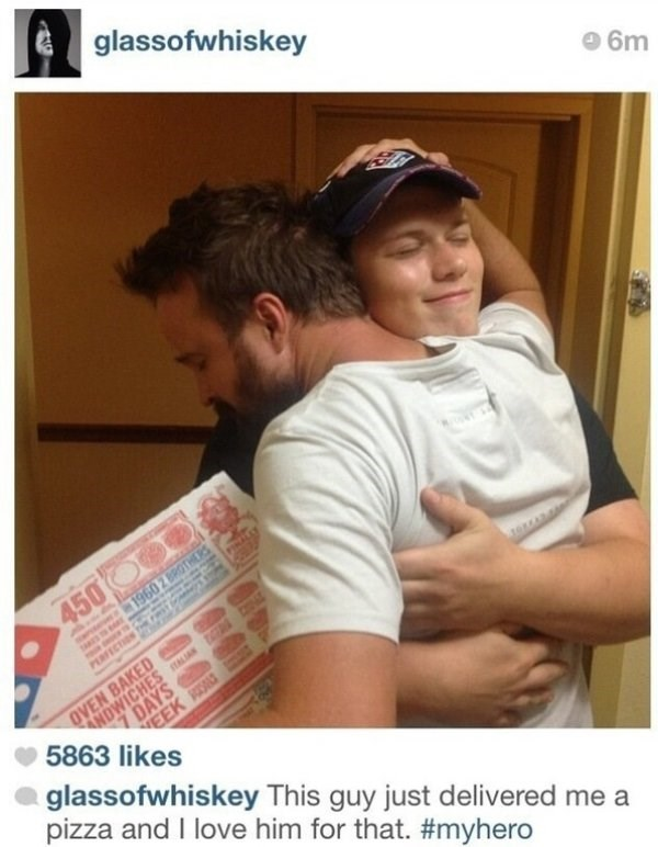 wholesome meme - Photo caption - glassofwhiskey 6m 4500 1960 2 BR PEarsCs OVEN BAKED ANDWICHESL 7 DAYS 5863 likes EEK glassofwhiskey This guy just delivered me a pizza and I love him for that. #myhero