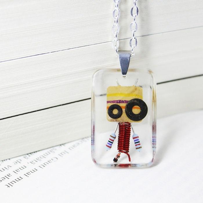 robot necklaces - Pendant - eau lui Gauti mai mult sämbata, mai ales ra de vin
