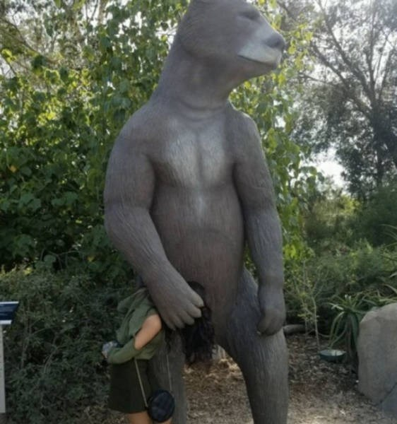 statue edgy