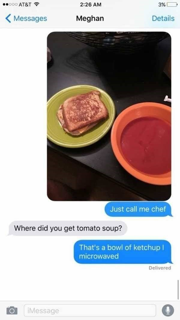 Food - ooo AT&T 2:26 AM 3% Details Messages Meghan Just call me chef Where did you get tomato soup? That's a bowl of ketchup I microwaved Delivered Message