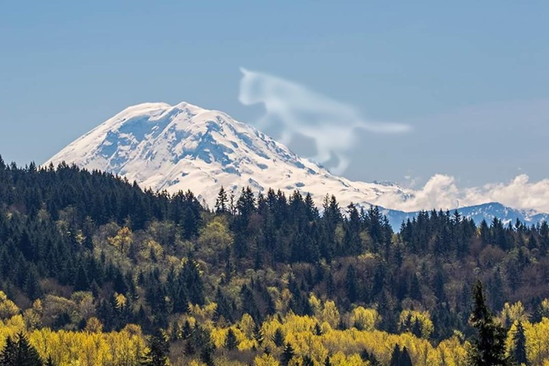 Wide angle shot of the mountain that looks like a face and the cloud that looks like a cat that is about to wake him up.