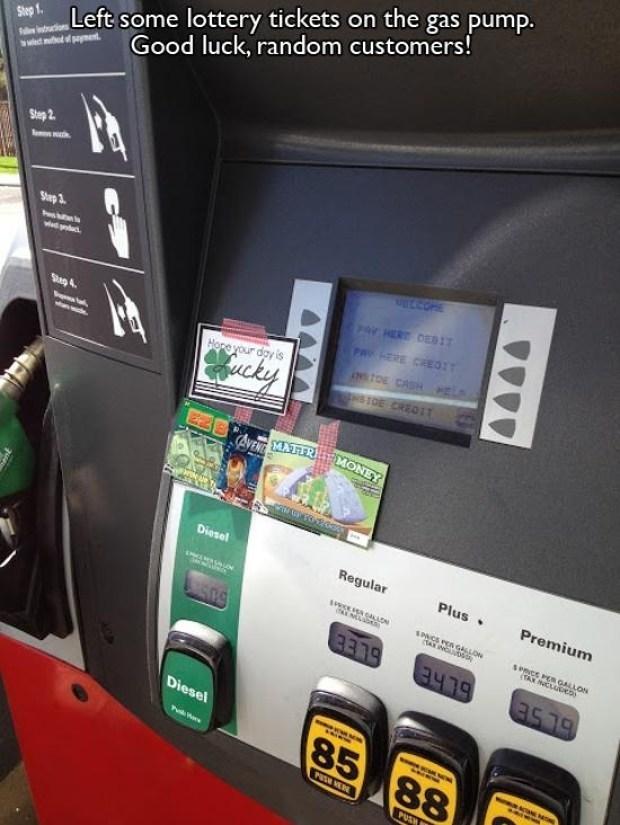 Machine - Step 1 Left some lottery tickets on the gas pump. Good luck, random customers! tn d e pament Ph Step 2 Step 3 Par HERT OED1 Sap 4 PAY HERE CREO:T Hone your dgy is NSTOE CASH PELA Wucky S1DE CREQIT EZ8 AVENTMATTR MONEY Diesel Regular Plus Premium aLA SNCS PEA GALLON AX INGUD sPmce PER GALLON TAX NCLADEo Diesel 85 88 PUSH NER WAAA