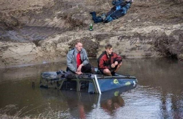 Driving FAIL rednecks drive into pond
